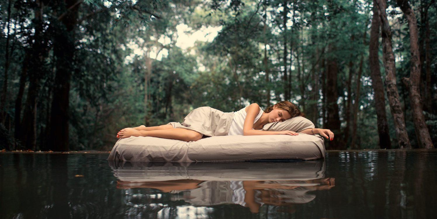Schön im Schlaf mit SOLUBIA EGF Kosmetik. Die perfekte Nachtpflege.