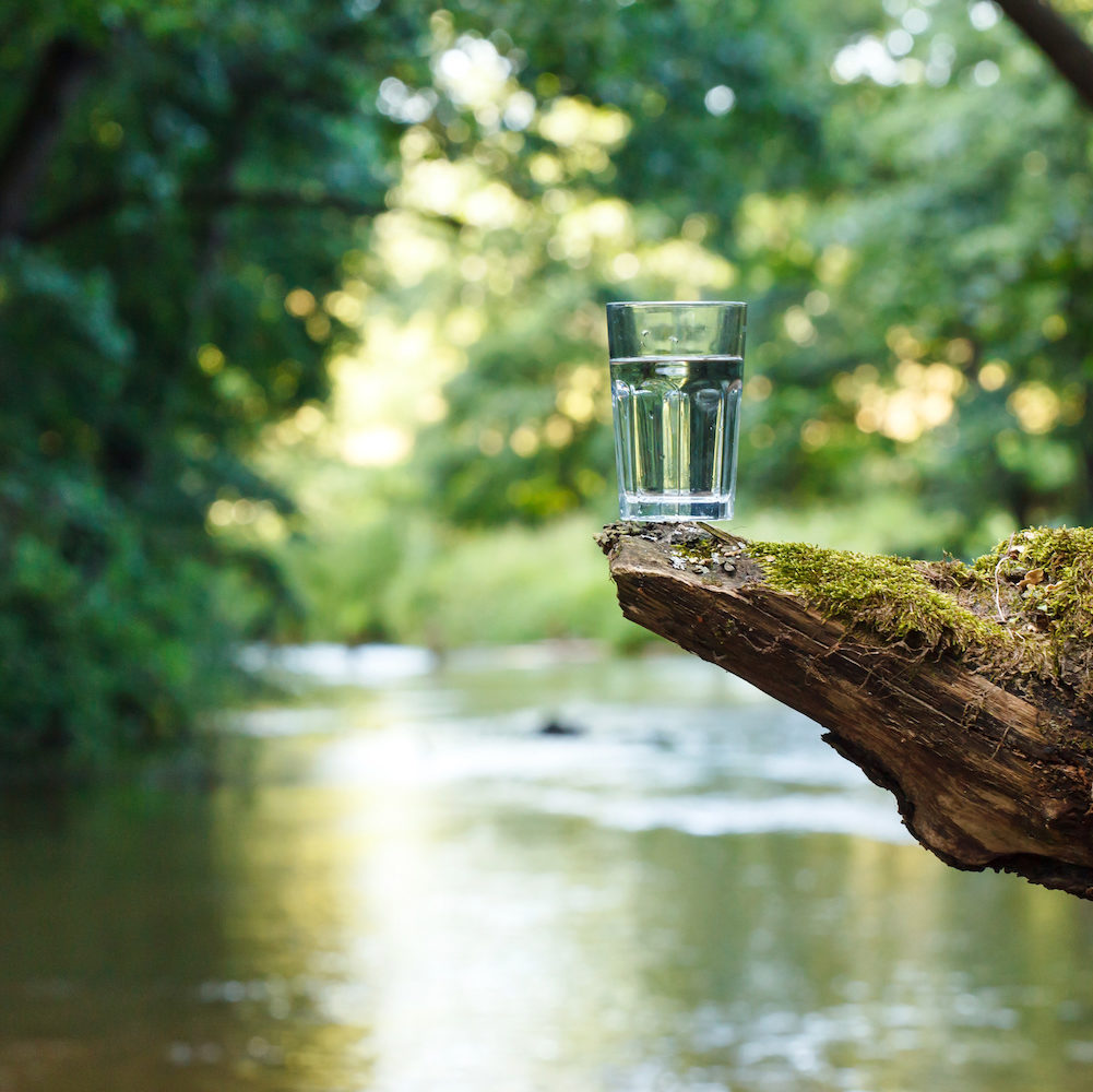 Wasser trinken schützt von frühzeitiger atrophischer Haut